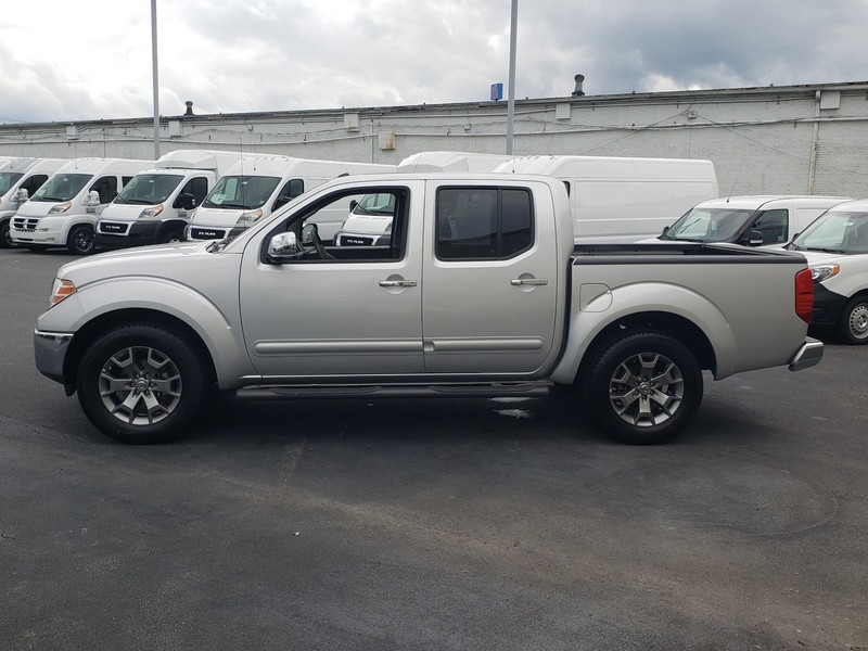 Pre-Owned 2019 Nissan Frontier SL 4x2 Crew Cab 4.75 ft. box 125.9 in. WB